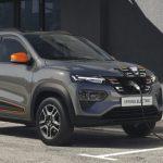 S-a pus în vânzare prima mașină Dacia electrică. Cică dacă îi pui magneți pe kilometraj, nu consumă nimic!