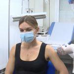 S-a vaccinat Simona Halep! Acum poate bate două Serene Williams deodată!