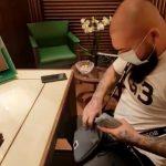 Tenorul elvețian Dani Mocanu plătind 35.000 de euro pe un ceas luat cu ajutorul lui Dumnezeu!