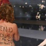 Protest nud împotriva restricțiilor la Gala Premiilor Cezar! Uite așa am vrea să o vedem și pe doamna Șoșoacă!