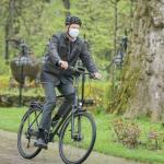 Iohannis pe bicicletă prin București. Urmează Șoșoacă!