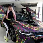 Mașina Andei Adam după ce s-a găinat pe ea echipa de decorațiuni artistice a porumbeilor din Berceni!