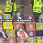 Tipic românesc: politicienii stau la VIP, în timp ce legendele Gică Hagi, Gică Popescu sau Dorinel Munteanu au stau la Tribuna a II-a